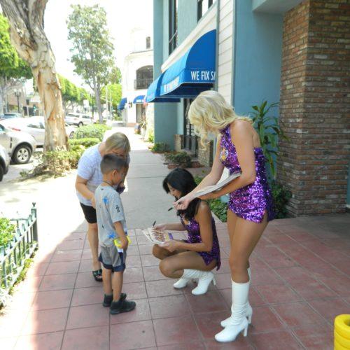 Handing out autographs!